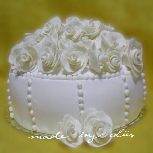 Mini wedding cakes less messy than your average cake